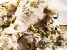 Рецепта Млечно пиле печено в гювеч с кисело мляко, пресен зелен лук, чесън, копър и магданоз